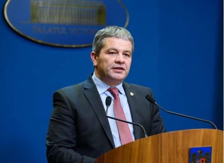 Ministrul Sănătăţii, Florian Bodog, susține că imunizarea copiilor nu se va face cu forţa