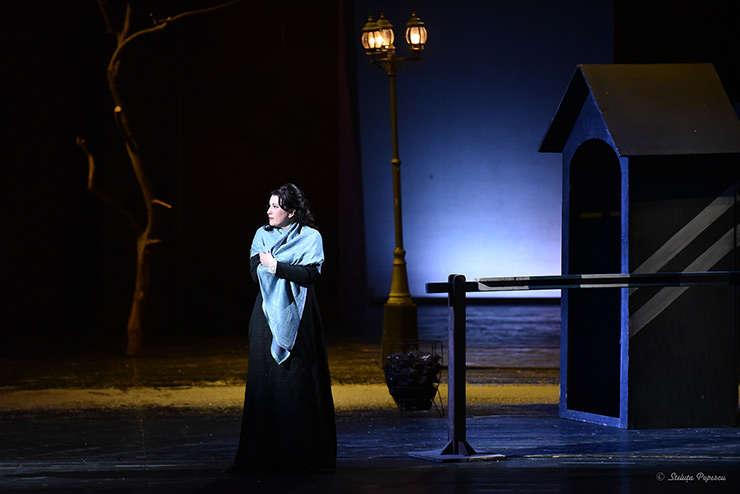 """Cadru din spectacolul """"La Bohème"""" de Giacomo Puccini, în regia lui Ionel Pantea"""