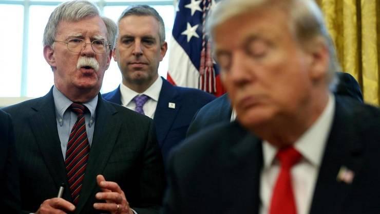Președintele american Donald Trump și fostul său consilier pentru Securitate Națională John Bolton (februarie 2019).