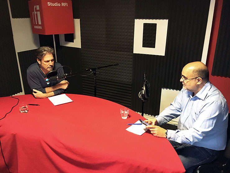 Nicolas Don si Ovidiu Nahoi in studioul de inregistrari RFI Romania