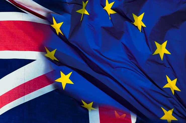 Trei miniştri ai cabinetului britanic au făcut cunoscut în mod public că vor susţine eforturile de amânare a Brexit-ului
