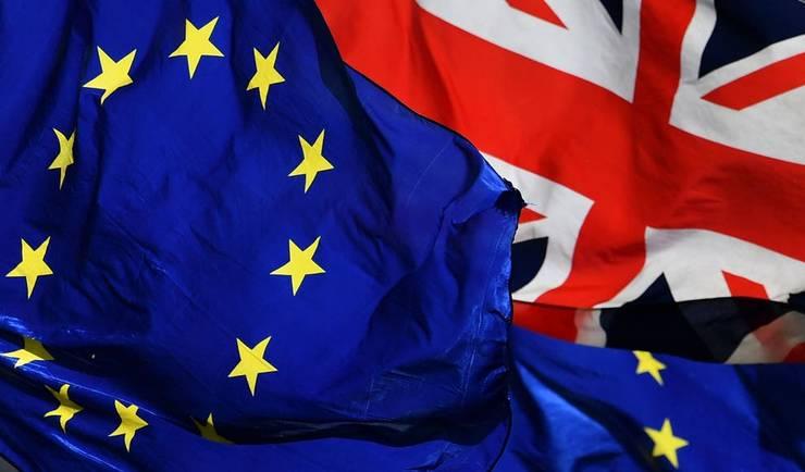 Drapele UE și UK