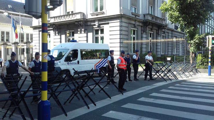 Bruxelles, aflat  ca în stare de asediu, l-a primit pe Donald Trump