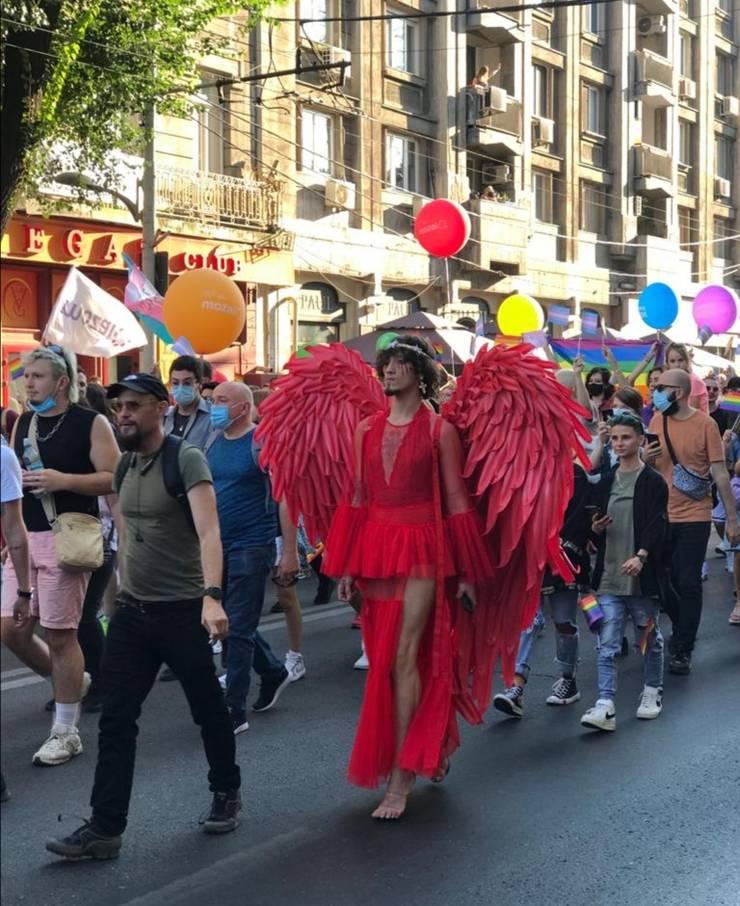 Participanți la Bucharest Pride, 14 august 2021, zona Piața Universității (Foto: Horia Glinastei)