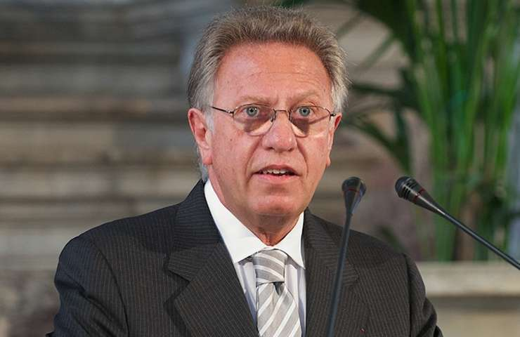 Președintele Comisiei de la Veneția, Gianni Buquicchio, a subliniat că cei care câștigă alegerile nu pot impune opțiuni fără să țină cont de regulile democrației