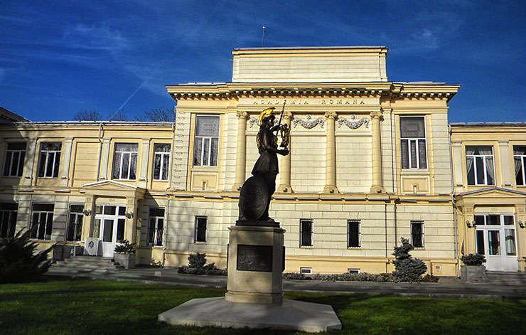 Academia Romana, sediul din Bucuresti - in prim plan statuia zeitei Atena (colored)