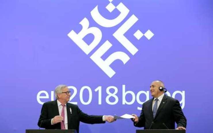 Presedintele Comisiei europene, Jean-Claude Juncker, si premierul Bulgariei, Boiko Borisov, la Sofia pe 12 ianuarie 2018
