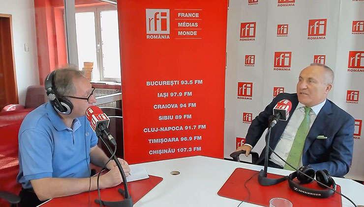 Constantin Rudniţchi și Gheorghe Boeru in studioul de emisie RFI Romania