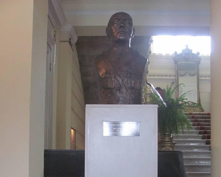 Bust Ion Antonescu