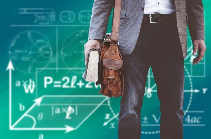 Guvernul acordă două sporuri angajaţilor din Educaţie (Sursa foto: pixabay)
