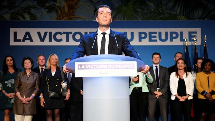 Cap de lista pentru extrema dreapta Rassemblement national - Jordan Bardella îsi pronunta discursul victorios în alegerile europene, 26 mai 2019, Paris.
