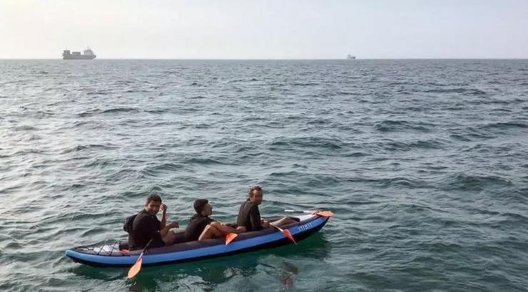 Imigranţi clandestini, tentativă de traversare a Canalului Mînecii în barcă pneumatică.