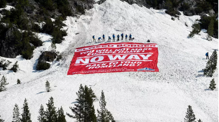 21 aprilie 2019, operaţiune anti-imigraţie a Gerenraţiei identitare în Munţii Alpi, în apropierea frontierei franco-italiene.
