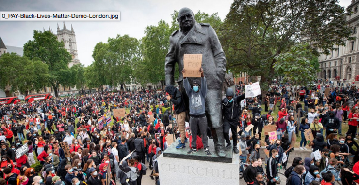 Statuia lui Churchill vandalizată în 2020 la Londra.