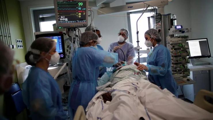 Pacient atins de Covid în reanimare într-un spital din regiunea pariziană, martie 2021