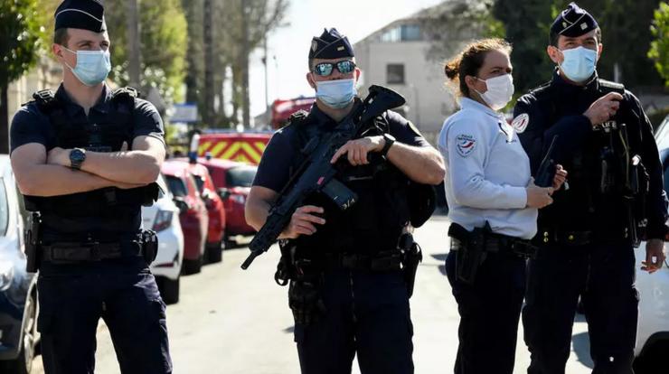 Patrulă de poliţie la Rambouillet unde a fost comis atentatul de pe 23 aprilie 2021.
