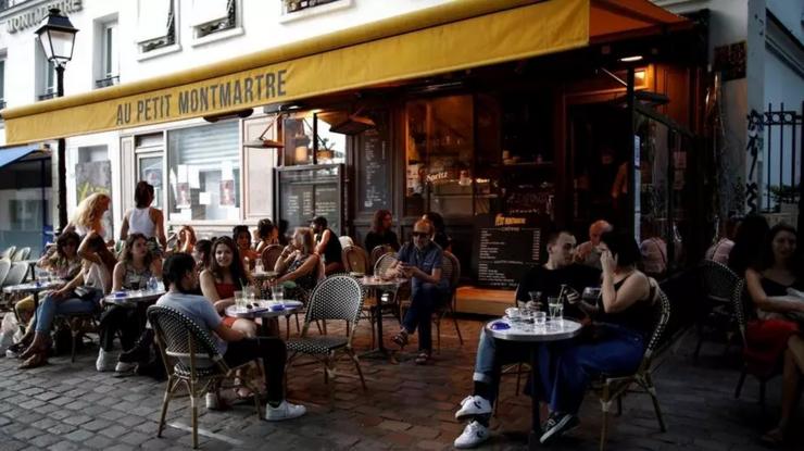 Începînd cu data de 9 iunie restaurantele şi cafenelele vor putea primi clienţi şi în interior.