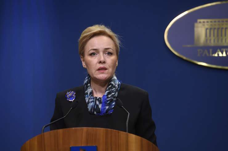 67 de deputaţi din opoziţie solicită demisia ministrului de Interne, Carmen Dan, pentru intervenţia Jandarmeriei la protestele din august.
