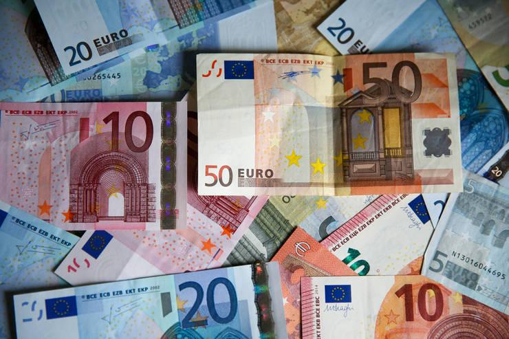 Plata ratelor la creditele bancare va putea fi amânată, în contextul coronavirusului (Foto: Mediafax/©Dinendra Haria/SOPA Images via ZUMA Wire)