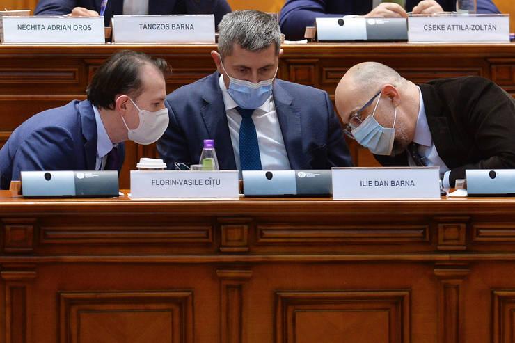 Florin Cîțu, Dan Barna și Kelemen Hunor, parteneri într-o coaliție fragilă (Sursa: MEDIAFAX FOTO/Eduard Vînătoru)