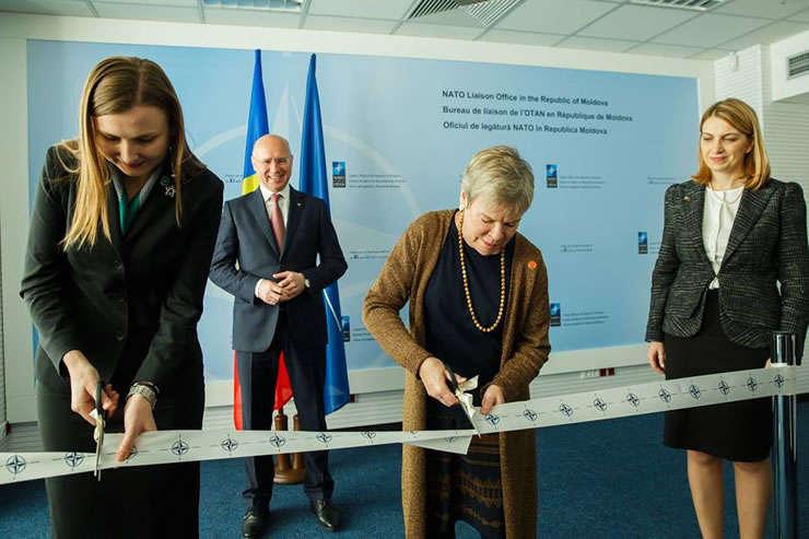 Fotografie de la inaugurarea Oficiului de legătură al NATO la Chișinău