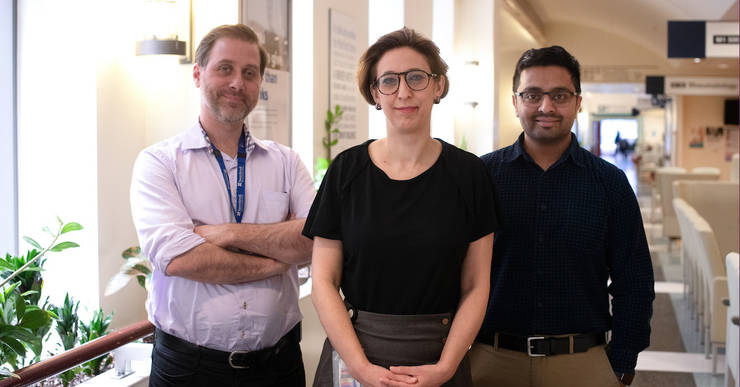 De la stânga la dreapta: Dr. Robert Kozak, Dr. Samira Mubareka, Dr. Arinjay Banerjee