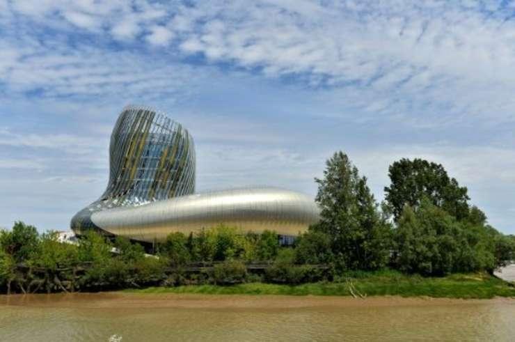 Cetatea vinului din Bordeaux conceputà de arhitectii Anouk Legendre si Nicolas Desmazières