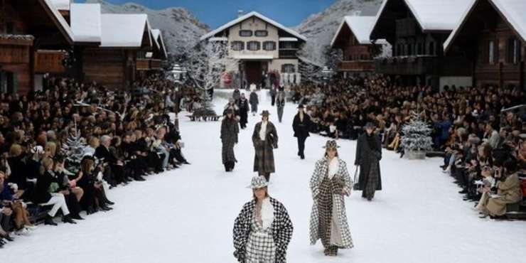 Prezentarea de modà Chanel a avut loc la Grand Palais, transformat pentru ocazie în statiune montanà