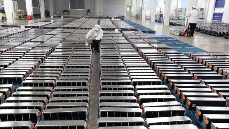 China detine importante rezerve de litiu, folosit în special pentru bateriile masinilor electrice dar si pentru telefoanele mobile.