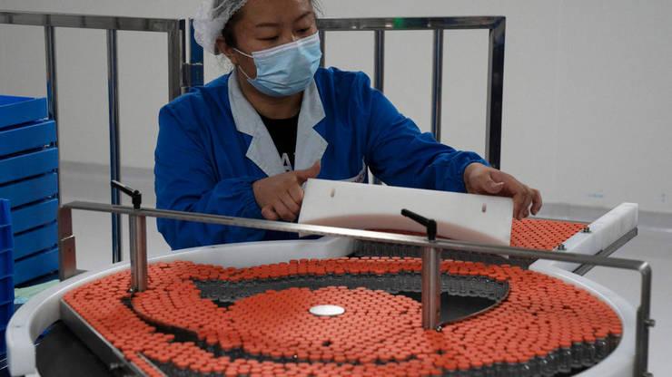China este primul fabricant mondial de vaccinuri anti-Covid; aici, o fabricà Sinovac de la Beijing.