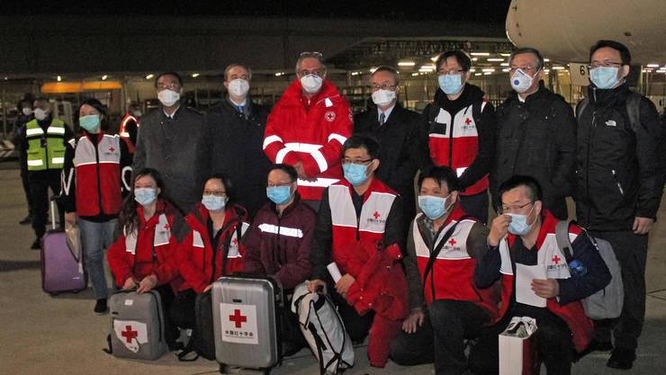 Medici chinezi sosiţi la Roma pe 13 martie 2020