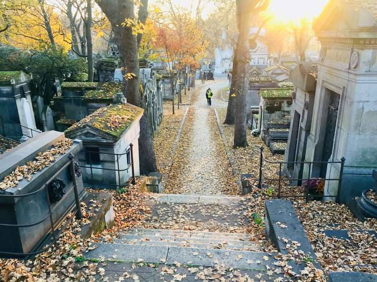 Cimitirul parizian Père-Lachaise este vizitat anual de 3 milioane de persoane.