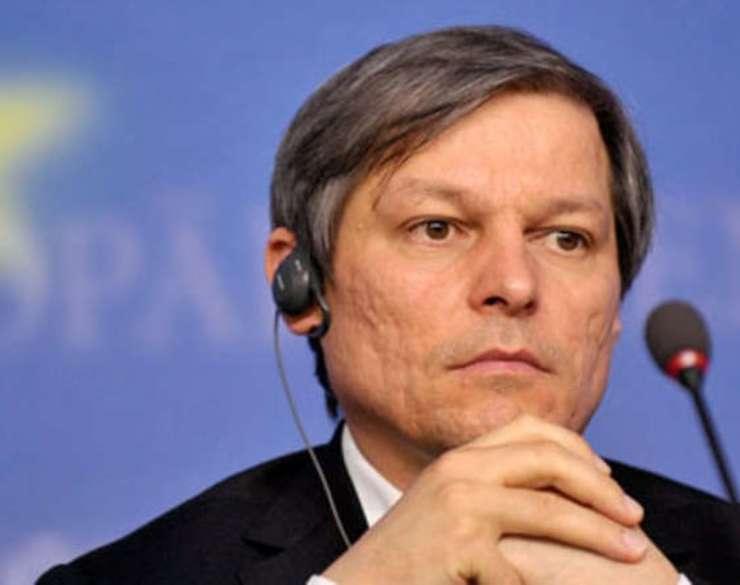 """Premierul Dacian Cioloș e acuzat că a rectificat prea """"optimist"""" bugetul pe 2016"""