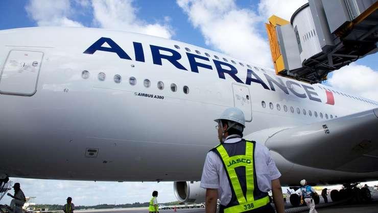 Compania Air France se teme ca noua taxa va asfixia societatile din domeniu în timp ce transportul feroviar beneficiaza de subventii.