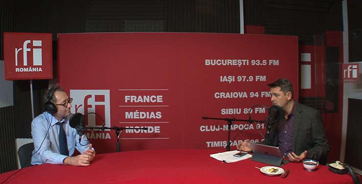 Constantin Rudniţchi si Ovidiu Demetrescu in studioul RFI Romania