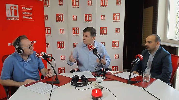 Constantin Rudniţchi, Stelian Arion și Florin Joacabine in studioul RFI