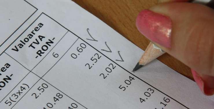 Autorităţile vor să reducă TVA de la 24% la 19%.