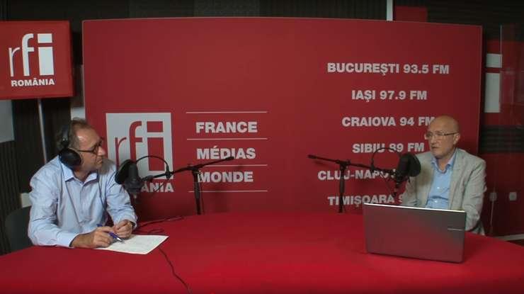 Constantin Rudniţchi și Cătălin Chivu in studioul de inregistrari RFI Romania