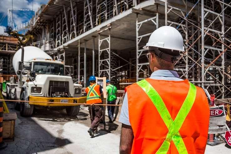 Facilitățile-bumerang pentru salariile constructorilor.