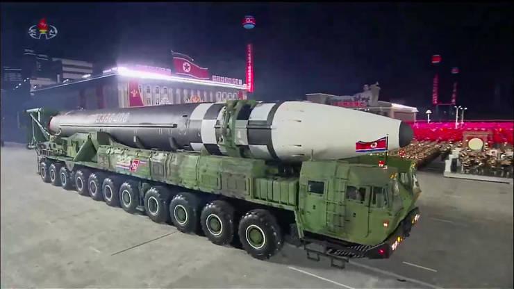 Dacà ar fi operationalà, aceastà rachetà balisticà transportatà de un camion cu 11 osii, ar putea fi cea mai mare din lume.