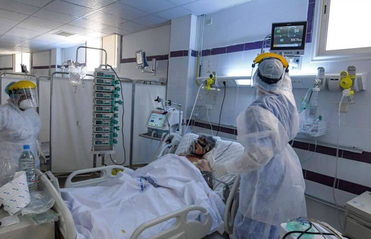 Bolnav cu Covid la terapie intensivă