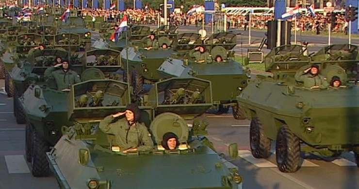 """Paradà militarà la Zagreb pentru a celebra operatiunea """"Furtuna"""""""