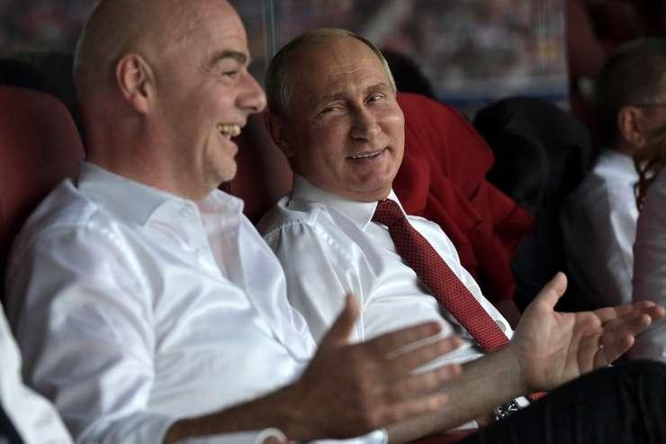 Şeful FIFA, Gianni Infantino şi preşedintele rus, Vladimir Putin (Foto: Alexey Nikolsky/SPUTNIK/AFP)