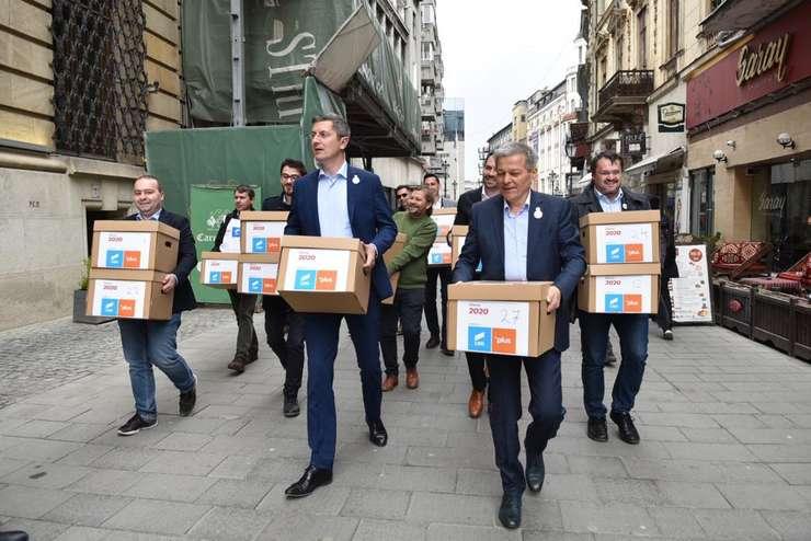 Dan Barna și Dacian Cioloș, tandemul președinte-premier din partea Alianței USR-PLUS (Sursa foto: Facebook/Dacian Cioloș)