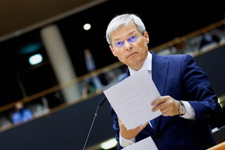 Dacian Cioloș spune că trebuie privilegiate la vaccinare persoanele care chiar au nevoie (Sursa foto: Facebook/Dacian Cioloș)