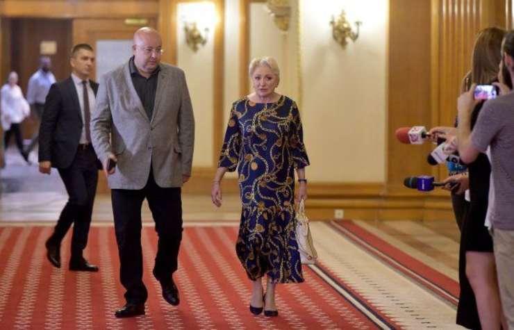 Viorica Dăncilă își impune în CEX echipa cu care vrea să câștige șefia PSD, scrie astăzi Evenimentul Zilei.