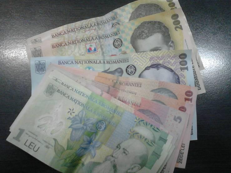 Potrivit Institutului Național de Statistică, în luma martie 2020, salariile bugetare si-au redus ritmul de crestere, iar cele din sectorul privat au oscilat.