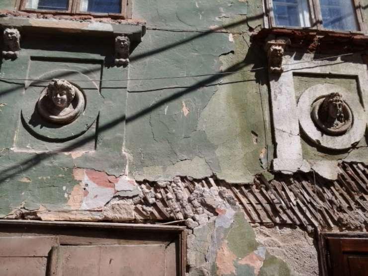 Casă din Roşia Montană, detaliu (Foto: RFI/Cosmin Ruscior/arhivă)