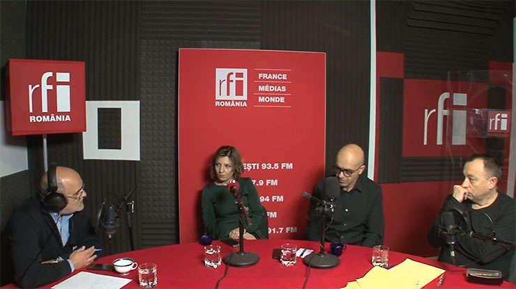Ovidiu Nahoi, Elena Calistru, Paul Cozighian și Cătălin Tolontan in studioul de inregistrari al RFI Romania