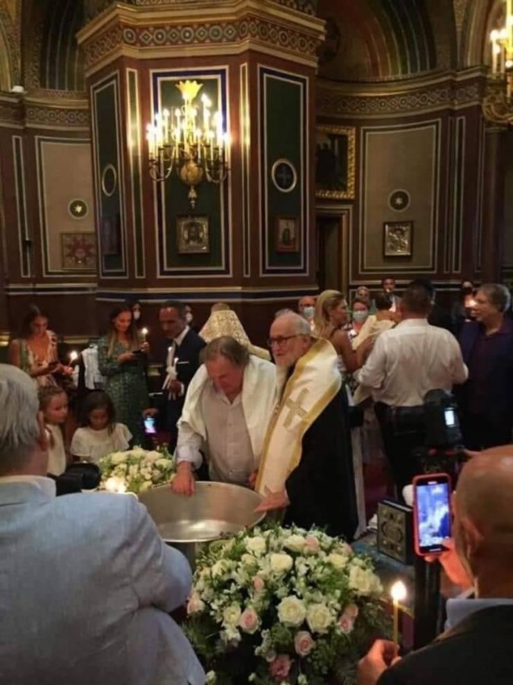 Actorul francez Gérard Depardieu a fost botezat ortodox la catedrala rusà din Paris, vineri 4 septembrie 2020.